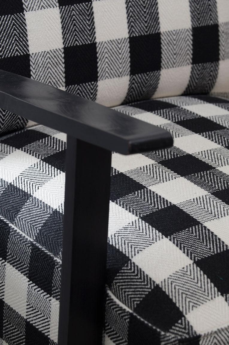 Restauration et garnissage fauteuil tissu pure laine.